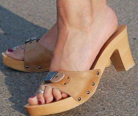Épinglé par LiddyAnna sur Wooden Sandals    Chaussure, Claquett
