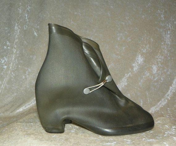 Vintage Ladies Vinyl Galoshes Overshoes for Heels 1950-talets storlek.