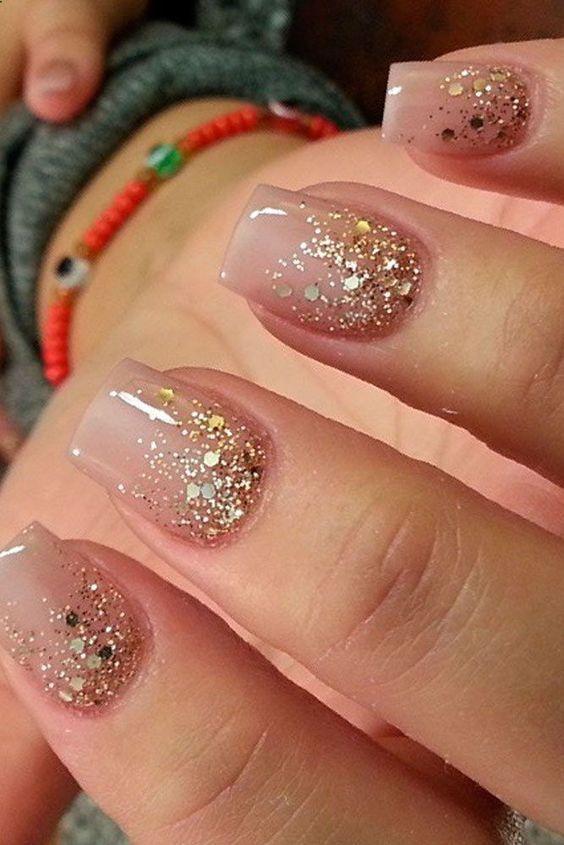 15 bästa julspikinspirationen    Guld glitter naglar, rosa.