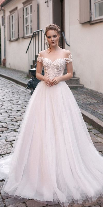 Romantiska bröllopsklänningar utanför axeln, Spets Tyll skräddarsydda.