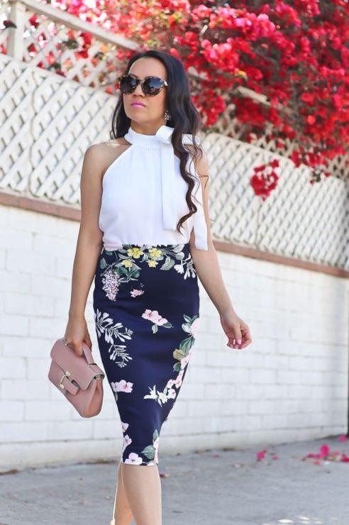 Snygga träningsidéer för sofistikerade kvinnor 44    Blommig kjol.