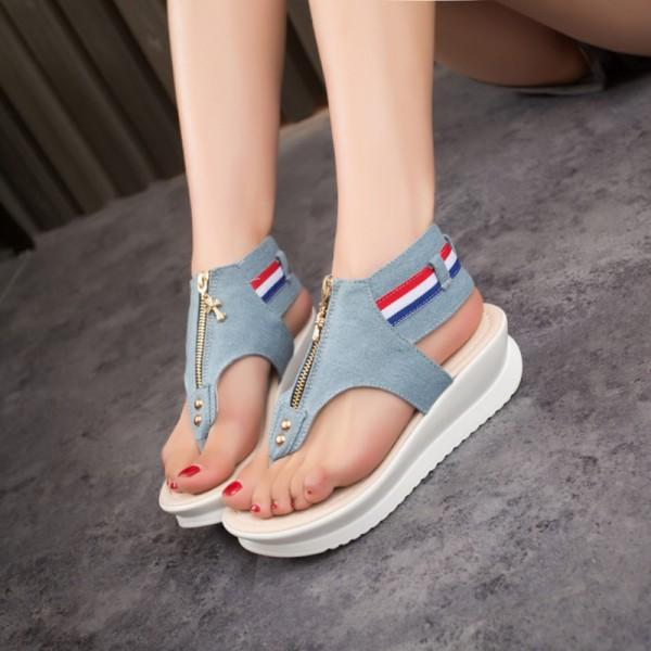 Köp nya kvinnliga sandaler platt klack öppen tå coola sommar tofflor.