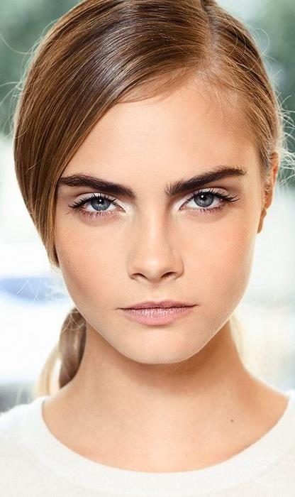 djup sidodel + djärva ögonbryn + naturlig smink // #beauty #makeup.