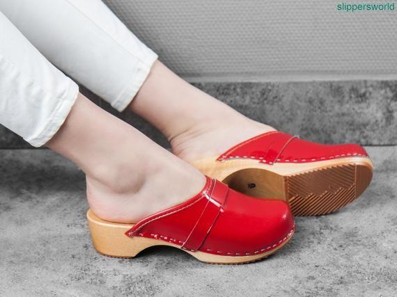 Röda läderskor för kvinnor, Ruby sandaler med träsulor.