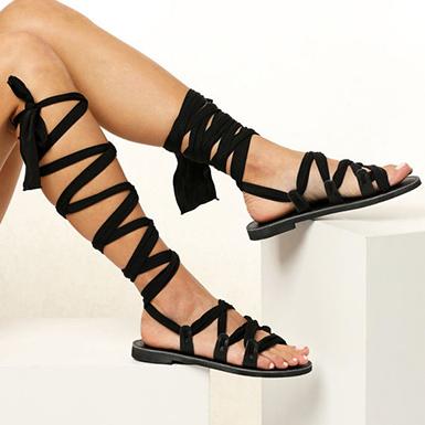 Knähöga platta romerska sandaler för kvinnor med guldknoppar - Bla