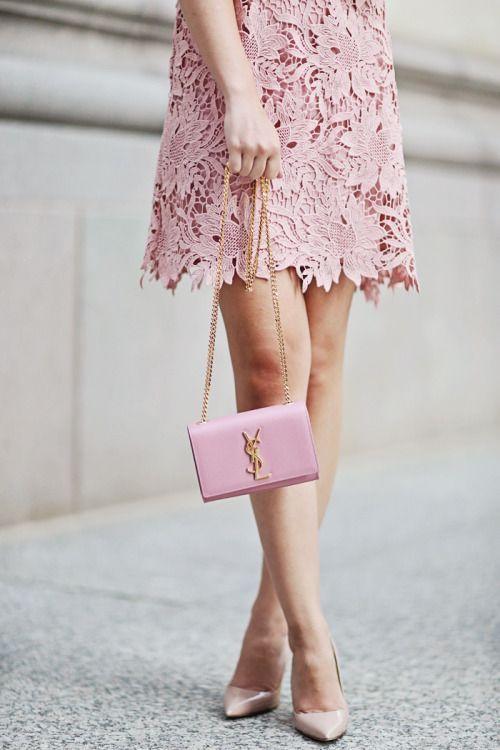 Den rosa-rosa-rosa OUTFIT INSPIRATION: |  Ljus ROSA klänning (slitage.