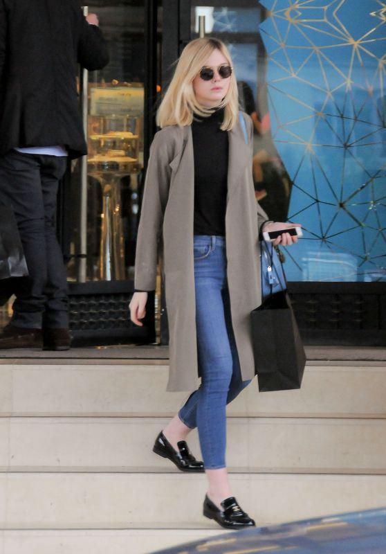 Elle Fanning Casual Style - på Barney    Elle fanning stil, enkel.