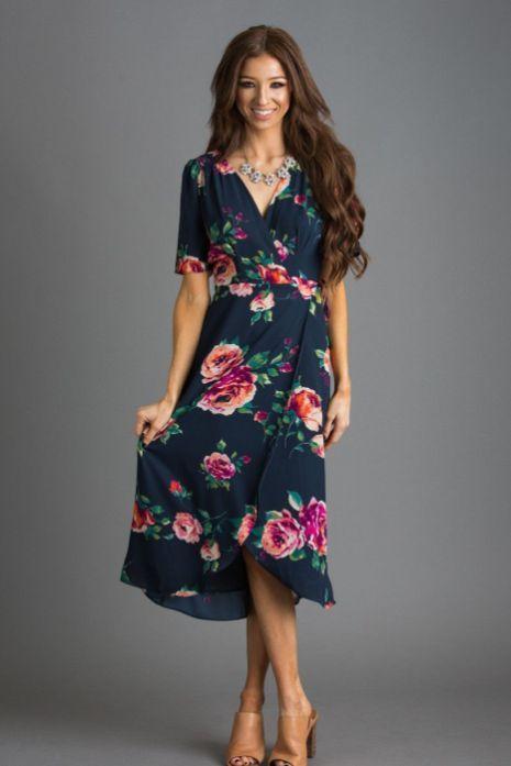65+ bästa blommor klänningar inspiration (med bilder) |  Wrap klänning.