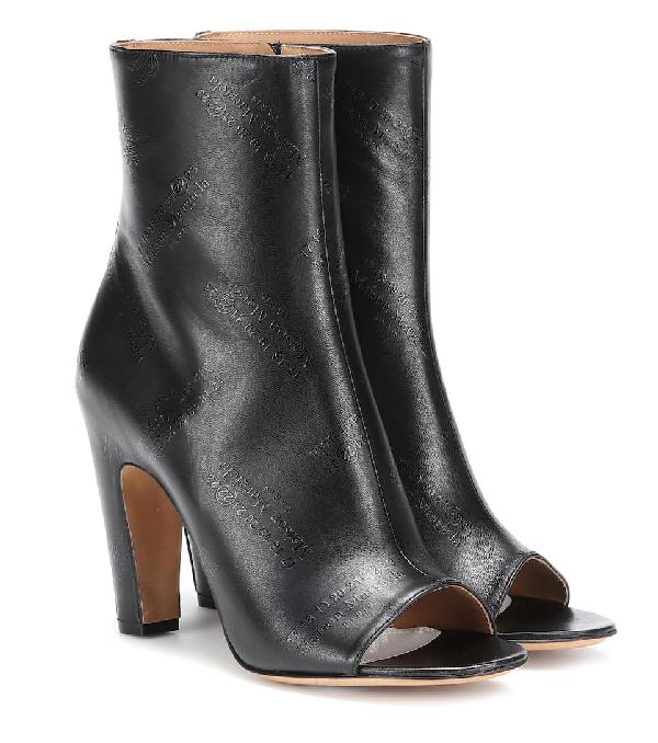 Maison Margiela präglade läder Peep-toe ankelstövlar i svart.