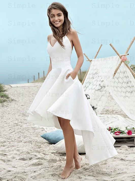 Hög låg rygglös satin enkel strand bröllopsklänning med fickor.