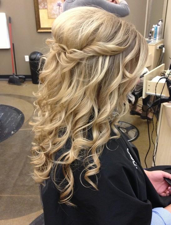 23 Prom Frisyrer Idéer för långt hår - PoPular Haircu
