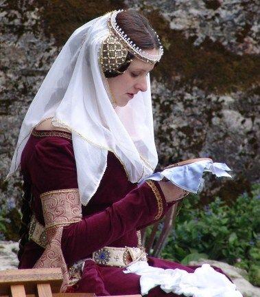 krets och slöja |  Medeltida mode, medeltida hattar, medeltida kläder