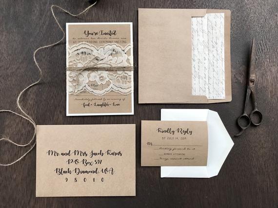 Rustik spets bröllopsinbjudan uppsättning tryckt på Kraft, Vintage.