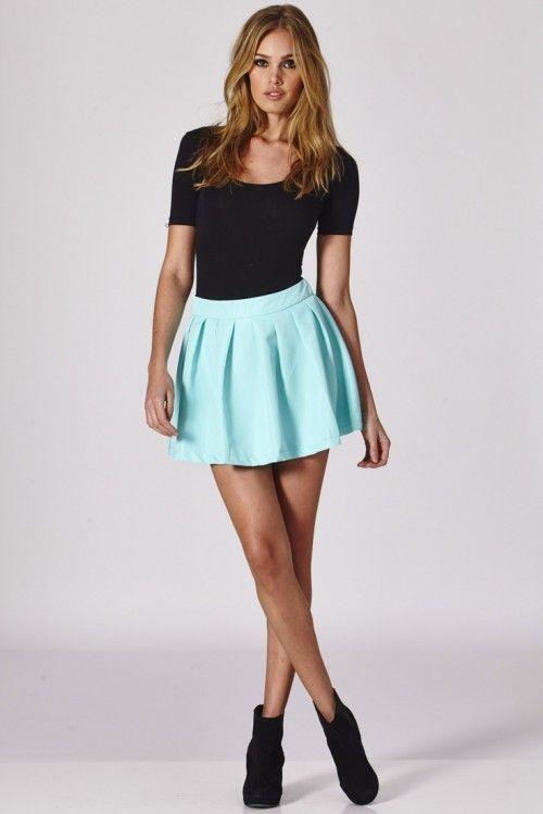 Den hetaste hösttrenden för kvinnor: Veckad minikjol |  Styleoholic.