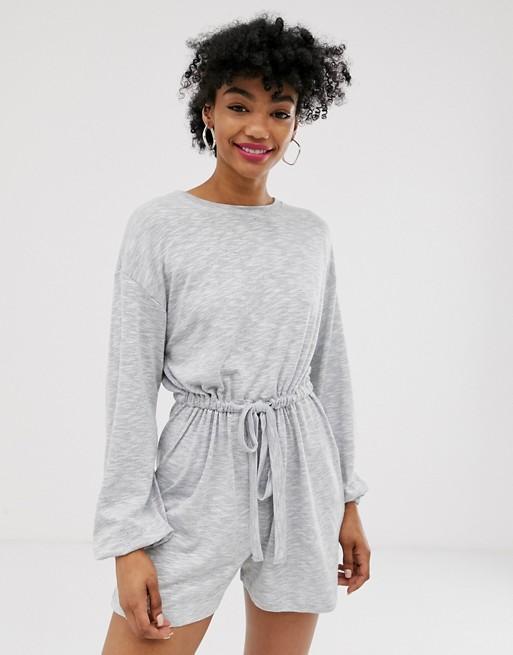 ASOS DESIGN - Långärmad pyjamasdräkt med knäppning bak  SOM