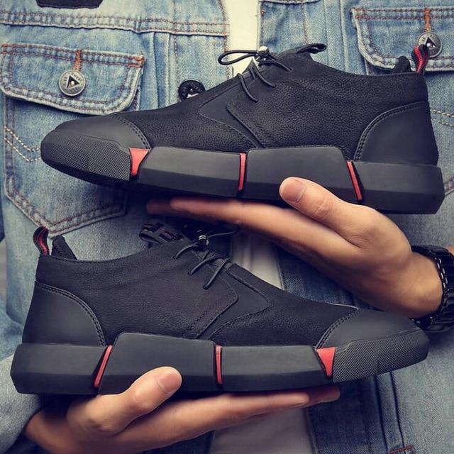 Märke Högkvalitativt svart läderskor för män.