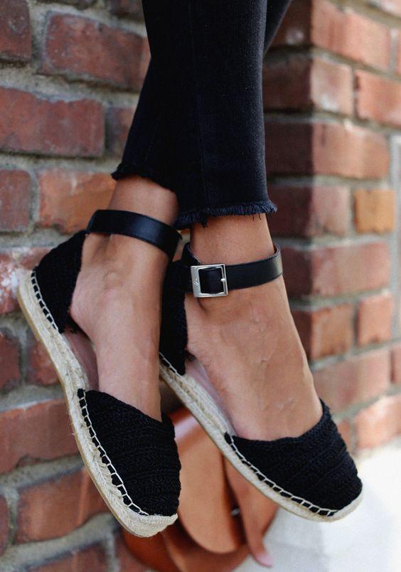 Dessa trendiga skostilar för sommaren 2018 är så eleganta.  #summershoes.