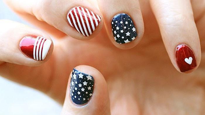 Röd, vit och fantastisk 4 juli design av nagelkonst