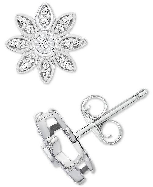 Macy's Diamond Flower Örhängen (1/10 ct. Tw) i Sterling.