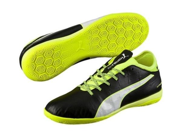 Vilken sko är att föredra för att spela fotboll på betong, inomhus.