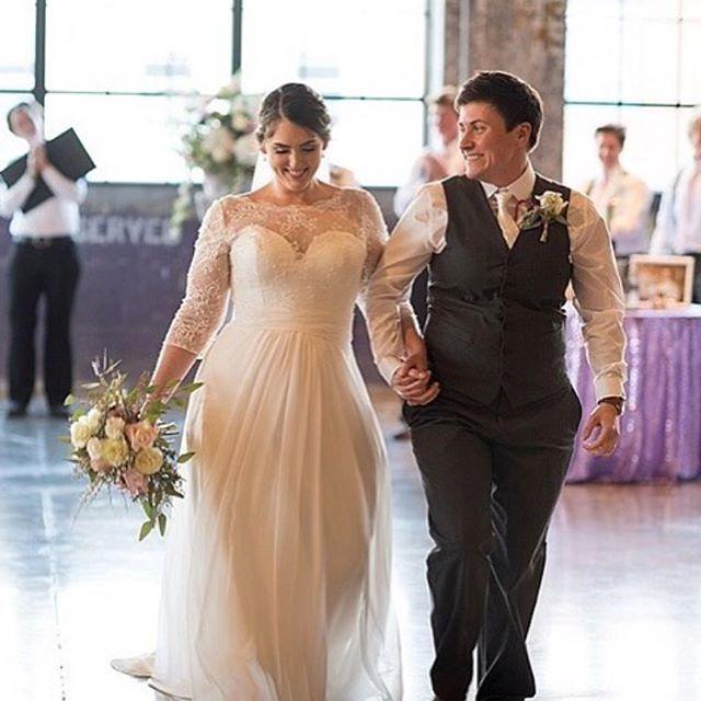 Anpassade bröllopsklänningar i storlek |  Bröllopsklänningar, Plus storlek.