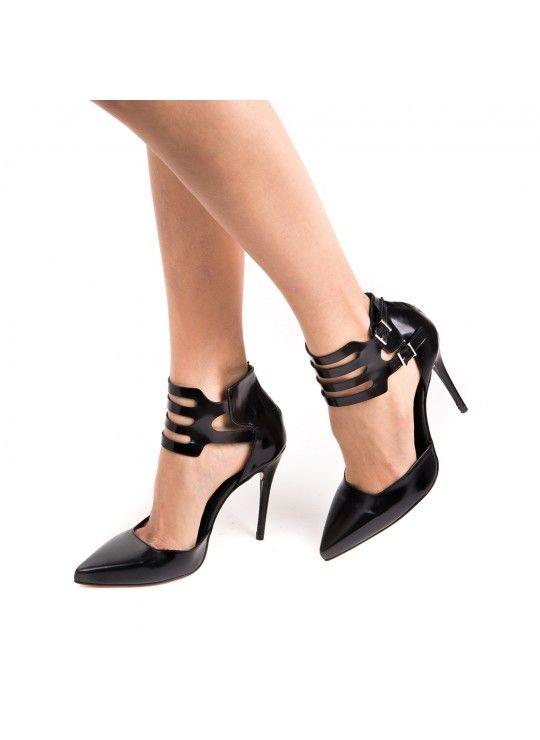 Perla Formentini    Samtida italienska skor för den moderna kvinnan.
