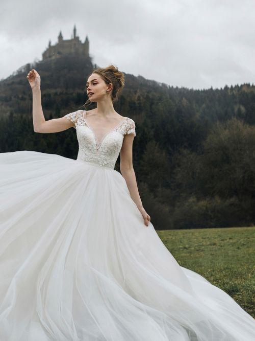 Bröllopsklänningar |  Brud- och brudtärna, formella klänningar |  Allure Brida
