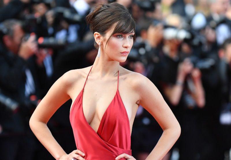 Fantastiska utseende från filmfestivalen i Cannes    Dam i rött, stjärna.