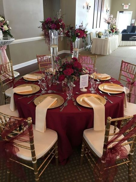 Glamorösa burgundiska bröllopsidéer |  Manteleria para boda, Ideas de.