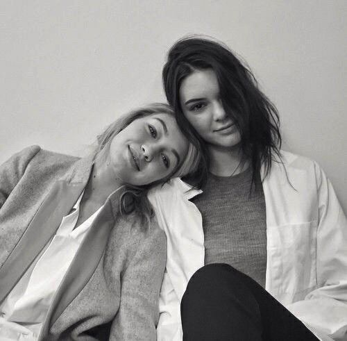 riddhisinghal6 / bästa vän, Gigi Hadid, Kendall Jenner, Besties.