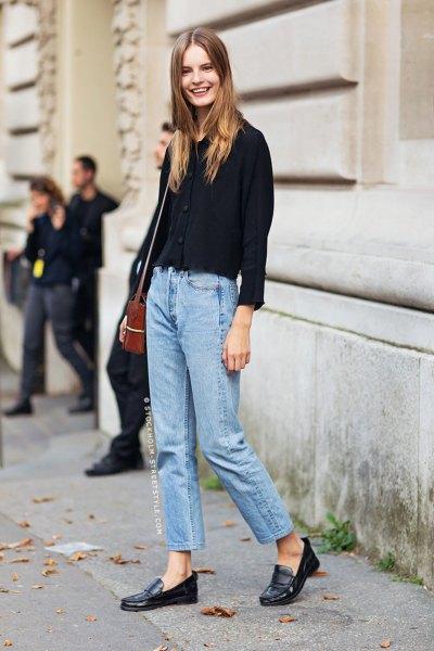 svart, tjock tröja med mamma jeans och penny loafers