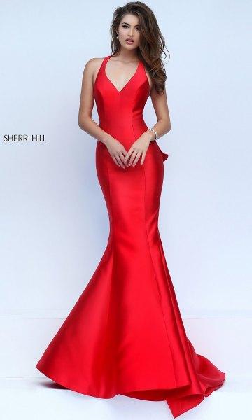 ärmlös sjöjungfru klänning av silke med V-ringning