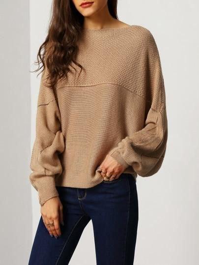 brun tröja med båthalsring
