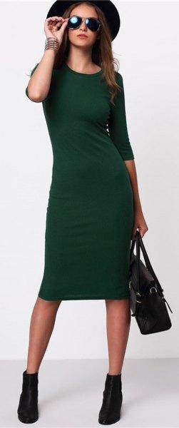 svart filthatt med en grön midiklänning med trekvartärmar