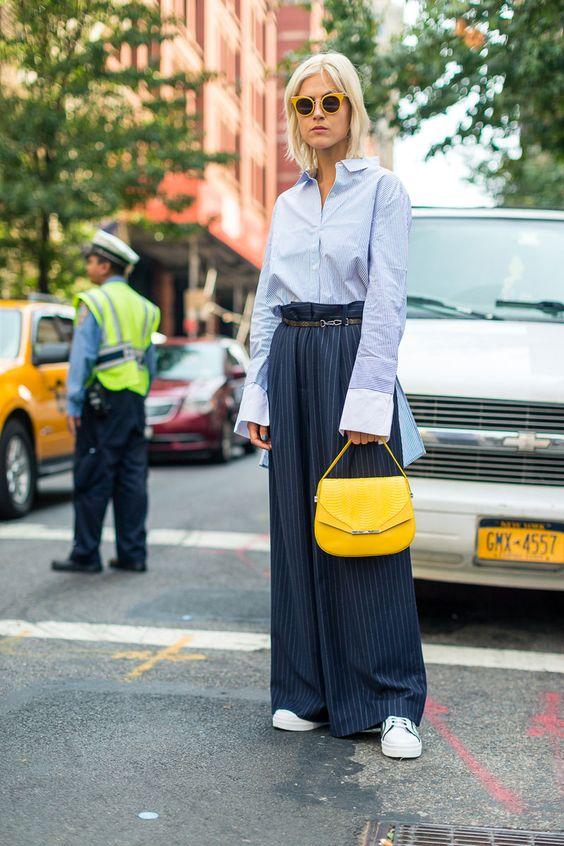 gul blå outfit väska gul