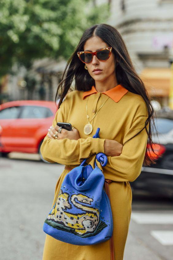 gulblå outfit blå väska