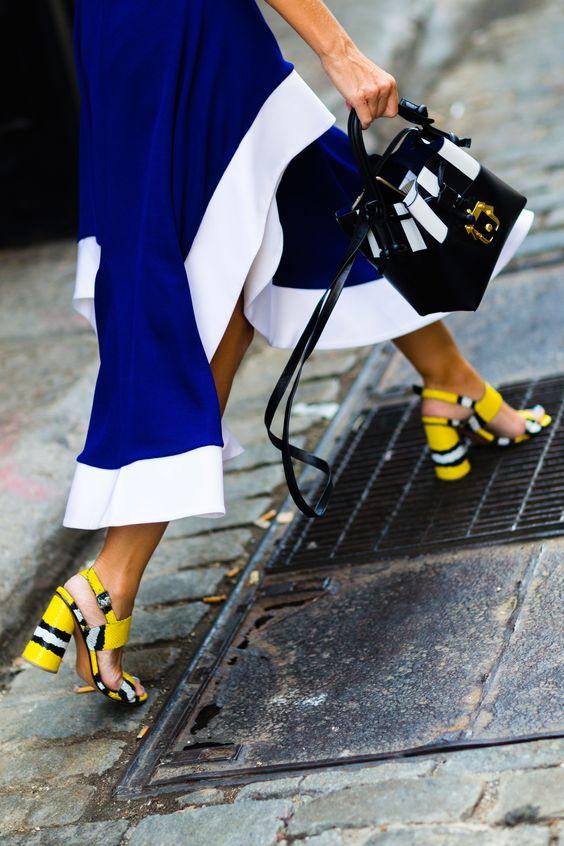 gulblå outfit sandaler