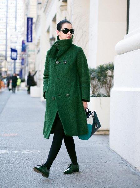 grön kappa svart leggings oxford skor
