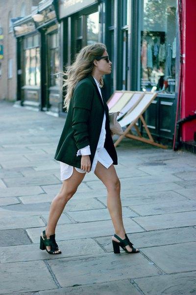 vit skjorta klänning skog grön blazer klack sandaler