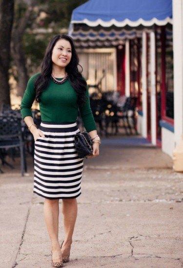 Skogsgrön tröja svartvit randig kjol