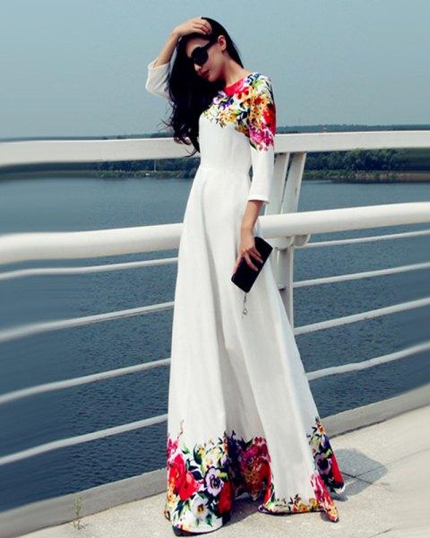 Tre fjärdedelar vit blommig maxiklänning