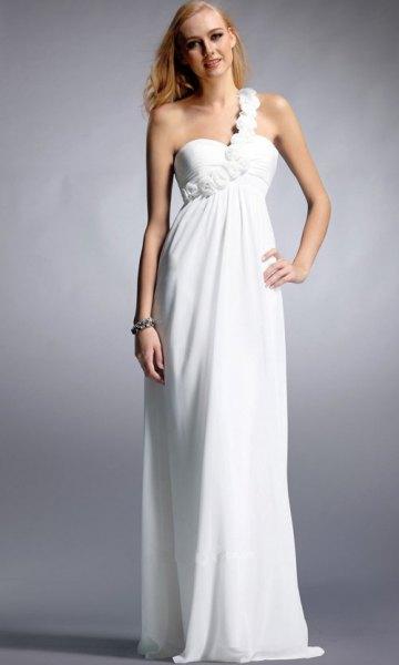 vit golvlång klänning med en älskling halsringning och ett band