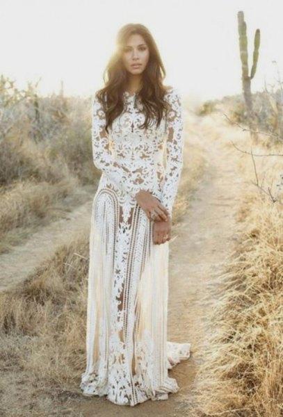 vit, långärmad, flytande spetsklänning