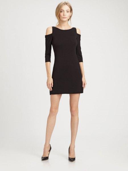 svart kall axel miniklänning med tre fjärdedelar ärmar och klackar