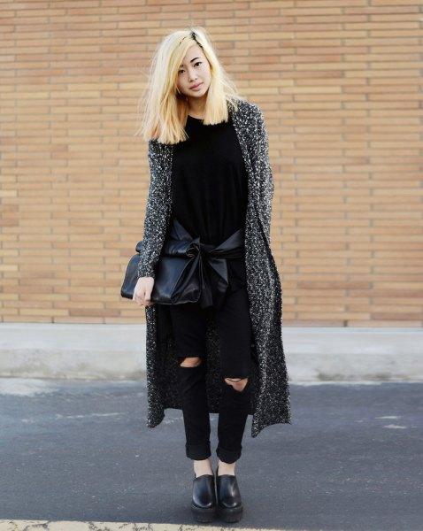 ljunggrå maxikofta med svarta skinny jeans