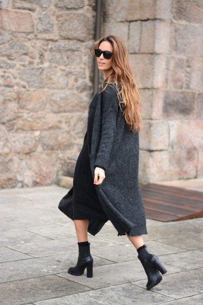 grå grå lång kofta med svart midi shift klänning