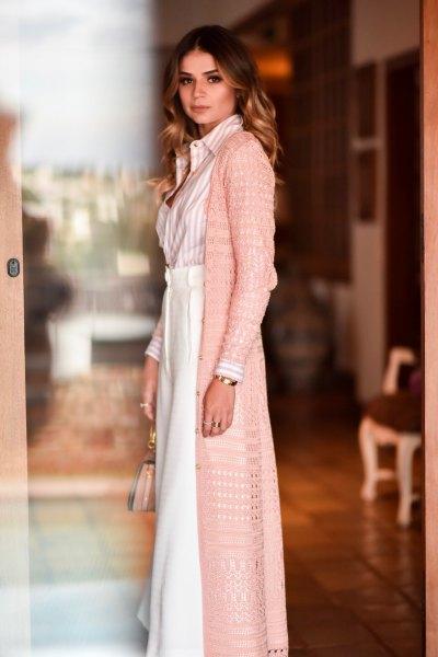 rodnadrosa virkad lång kofta med maxi vit utsvängd kjol
