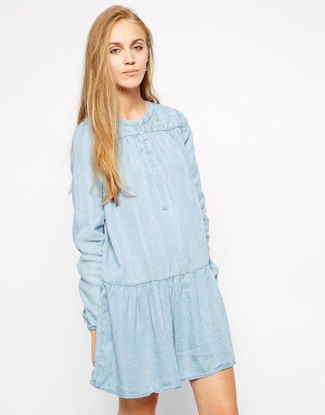 Ljusblå mini-långärmad skiftklänning med en avslappnad passform