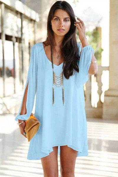 Mini ljusblå långärmad klänning med boho-halsband