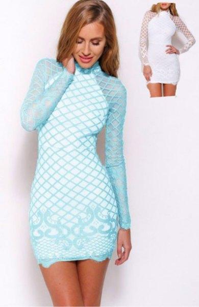 Ljusblå och vit kors-tryckt, långärmad, figur-kramande miniklänning